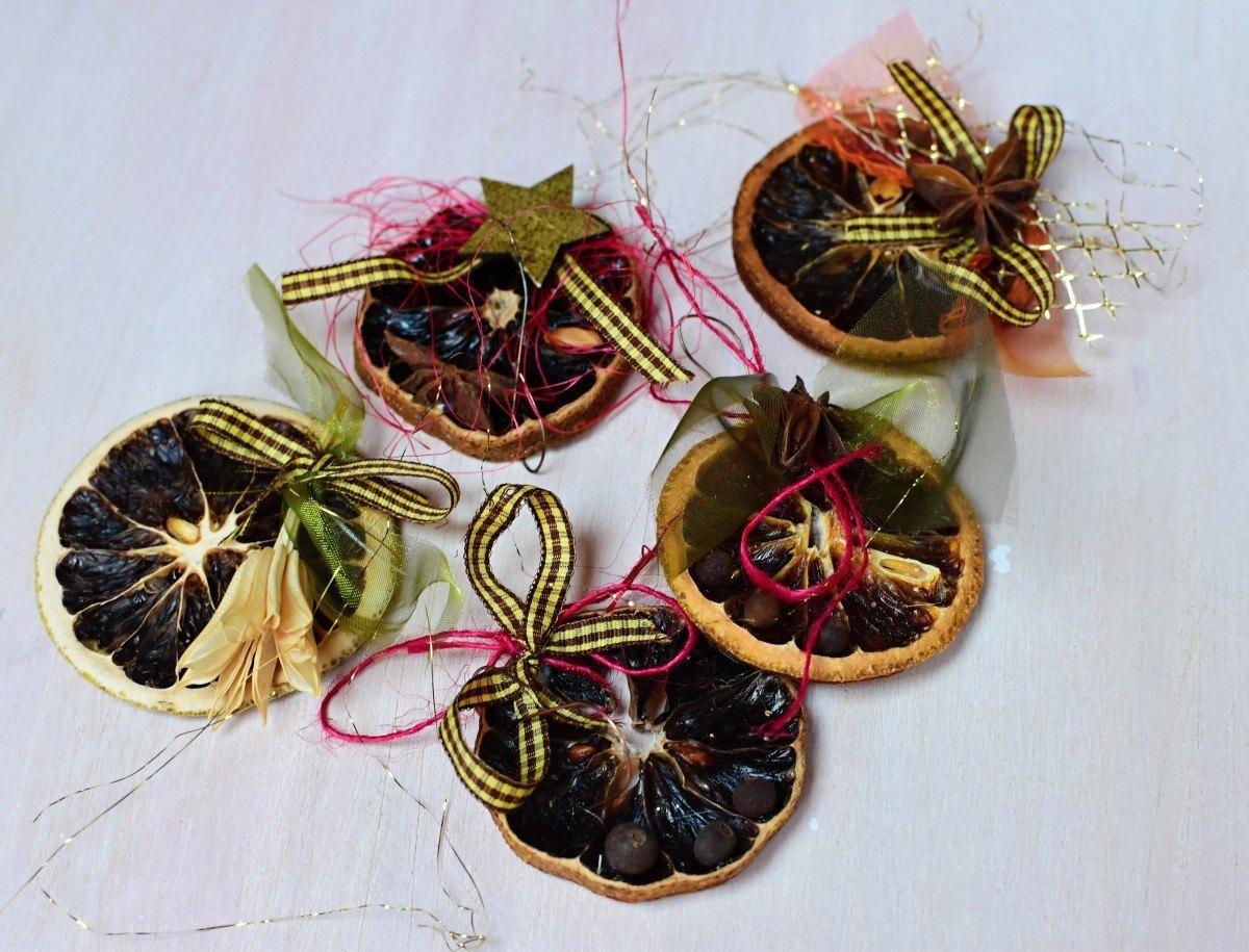 přírodní vánoční ozdoby ze sušených citrusů